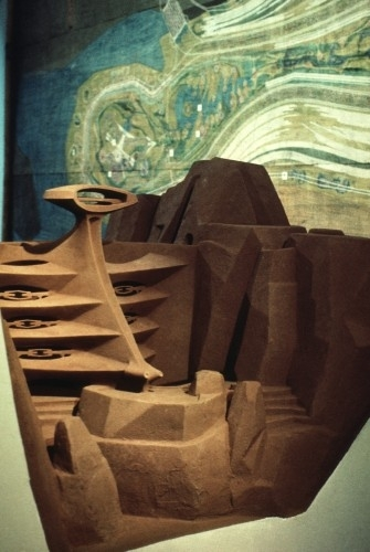 Paolo Soleri, Mesa City Research Dam, c. 1960. Plaster, silt and adhesive, 56 x 28 x 42 inches. Collection of the Cosanti Foundation, Model-058