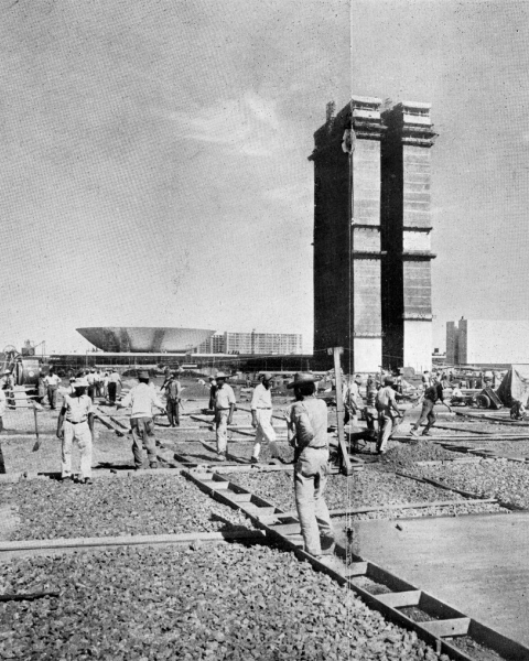 Paving the plaza in front of the Congresso Nacional, from Revista Brasília No. 39 (1960).