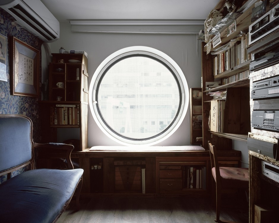 """A capsule living room. """"There's something about the circular window that is quite evocative,"""" Minami says, noting that with the porthole window, """"there's that quality of being in a lens or in a camera itself."""""""