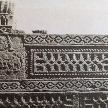A Chawkandi grave carved in stone. The imagery of a turban and of a man riding a horse are used to depict the life of the deceased