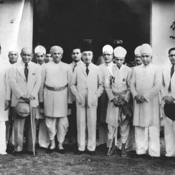 Prime Minister Sir Mirza Ismail (centre) of Hyderabad state, 1948